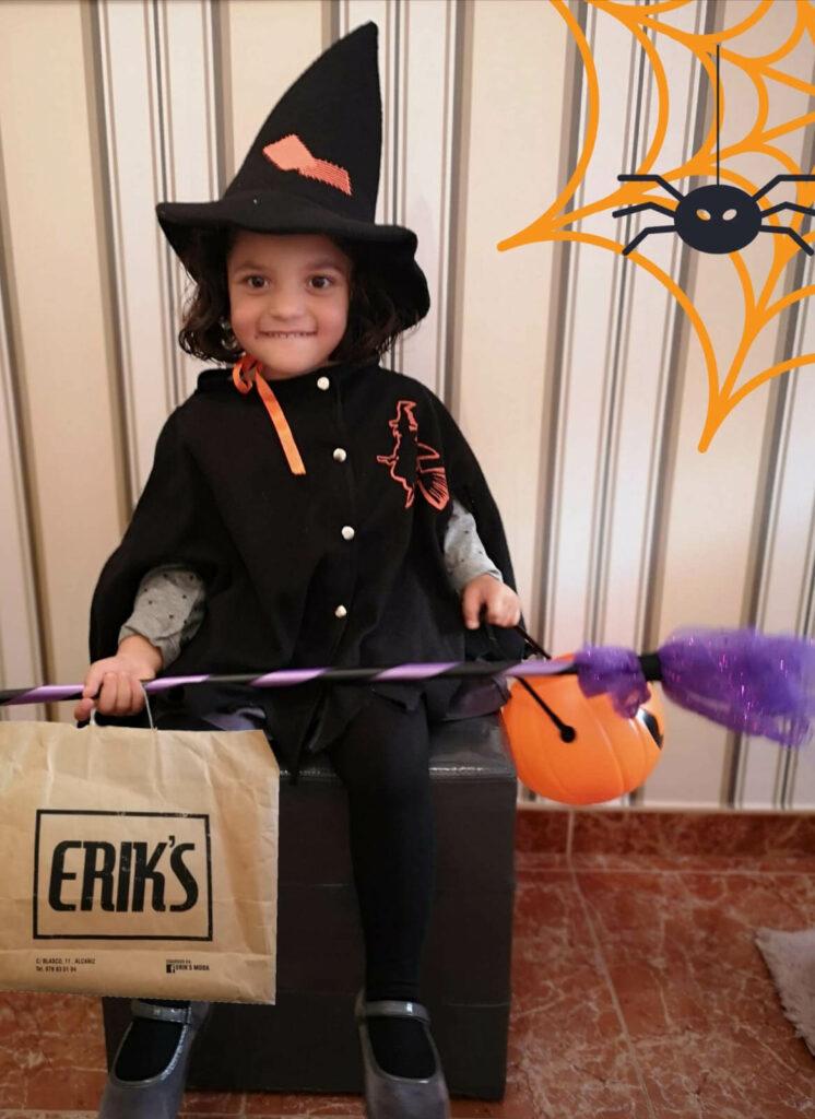 Niña disfrazada halloween Eriks